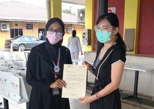 Ms Yan Kee and Ms Zamzarina
